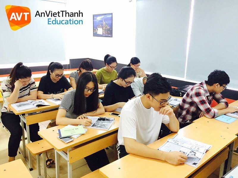 Các bạn trẻ hào hứng học tiếng Đức