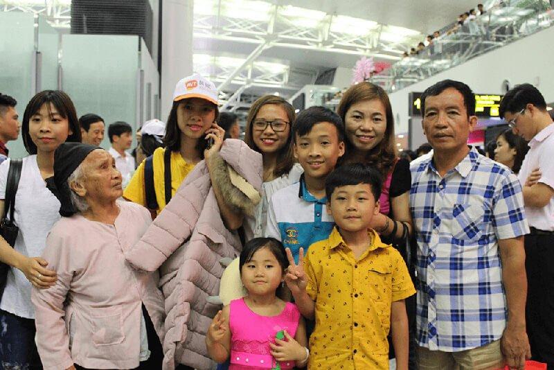 Học viên AVT chụp ảnh với người thân trong gia đình