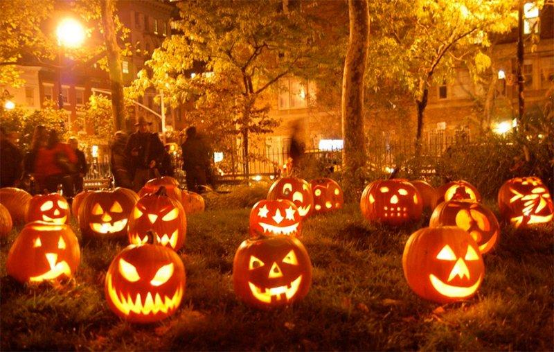 Hạt bí ngô được hóa trang rực rỡ khi Halloween