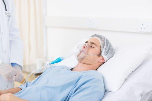 Thở oxy với bệnh nhân yếu