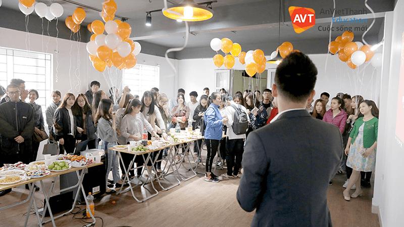 Lãnh đạo AVT Education chia sẻ tại buổi gặp mặt đầu xuân của học viên