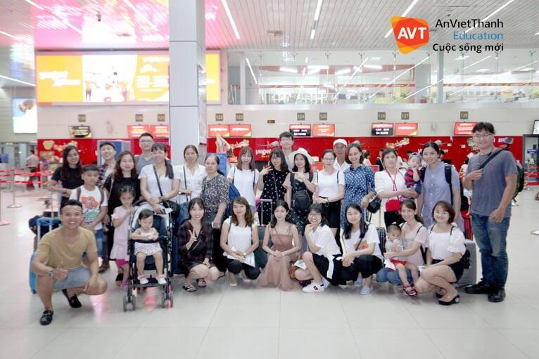 Gia đình AVT tại sân bay quốc tế Nội Bài - Hà Nội