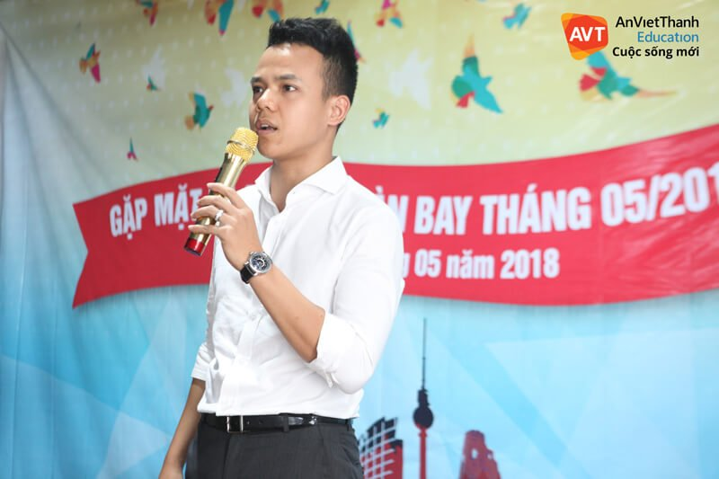 TGĐ Hồ Việt Anh chia sẻ cùng các học viên trong ngày chia tay