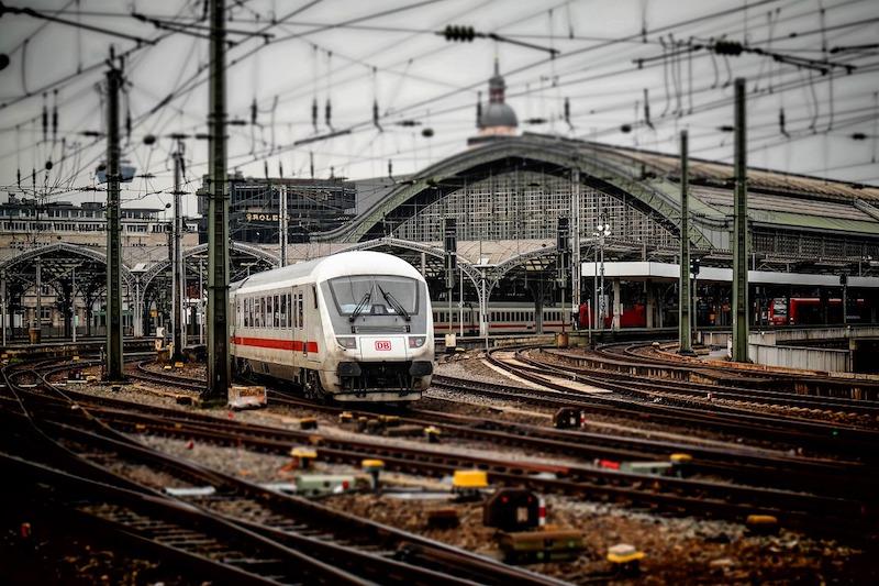 Du học sinh Đức chủ yếu di chuyển bằng tàu, xe bus hoặc xe đạp