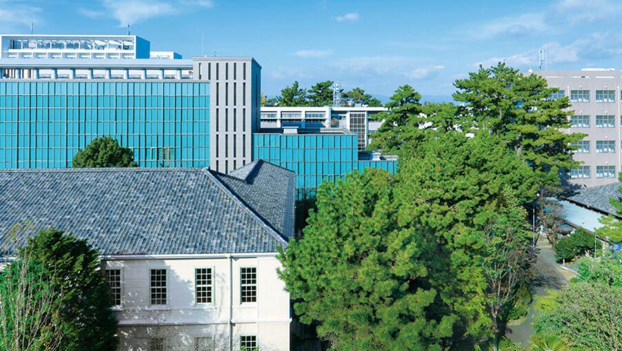 Aichi ngôi trường đại học có niên đại hơn 70 năm