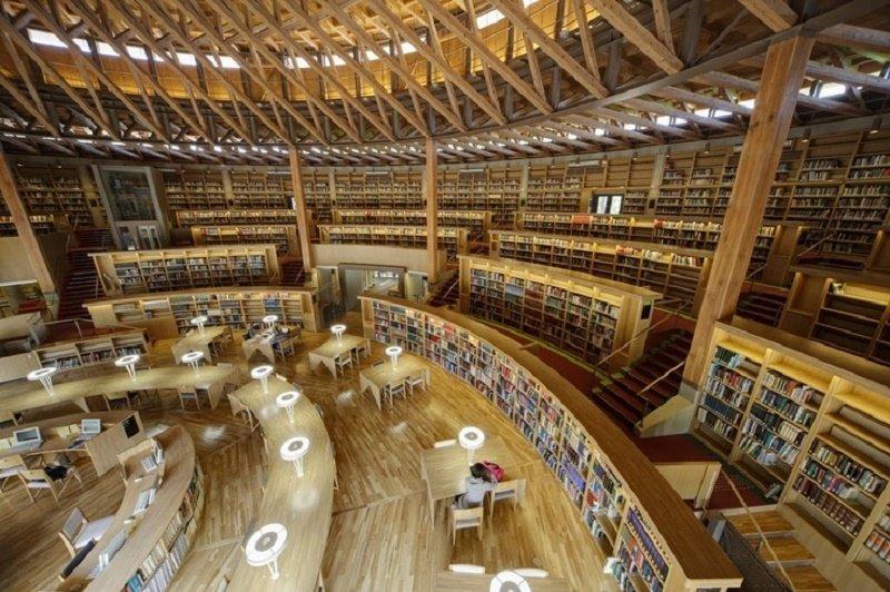 Thư viện trường Akita hiện đại, quy mô lớn