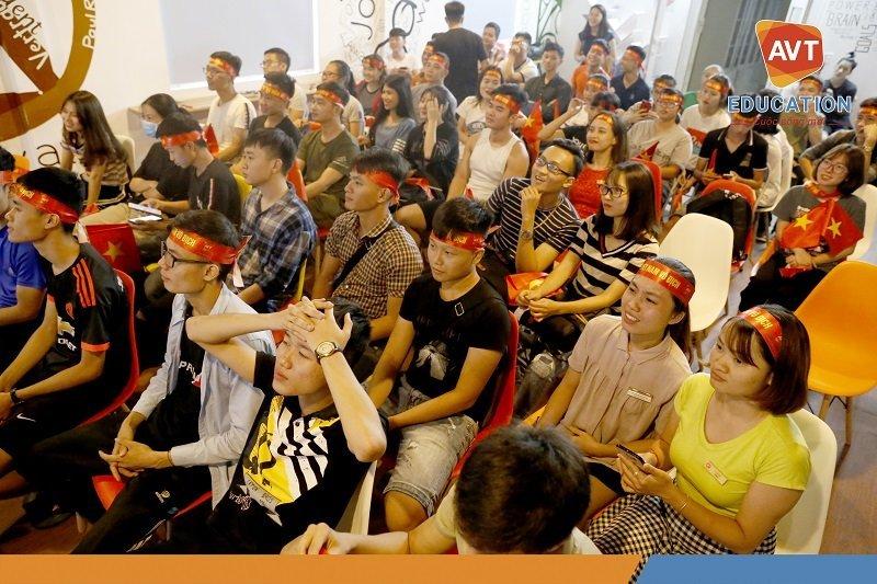 Không khí náo nhiệt tại AVT Education trong trận bán kết Việt Nam gặp Hàn Quốc