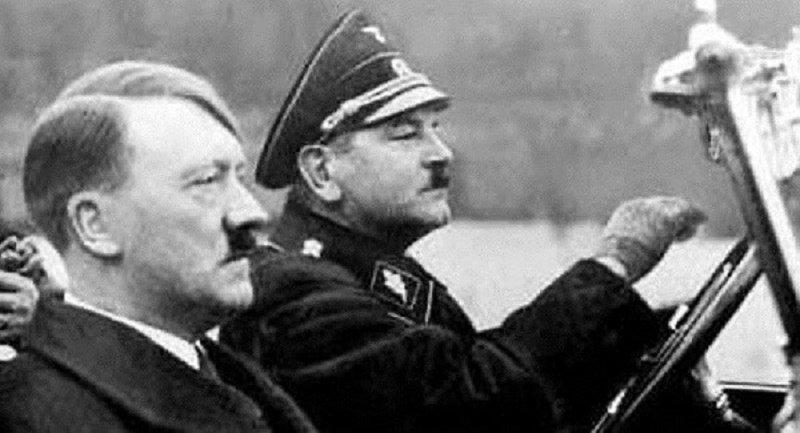 Hitler là ai?