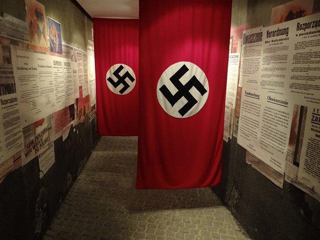 Tìm hiểu về cờ phát xít Đức và chữ thập ngược trên lá cờ