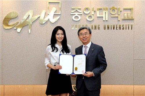 Diễn viên Park Shin Hye tốt nghiệp Đại học Chung Ang