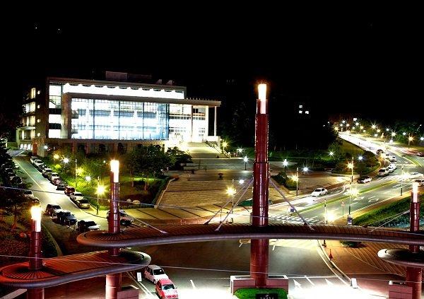 Đại học Hallym Hàn Quốc lung linh về đêm