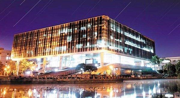 Đại học Pohang lung linh về đêm