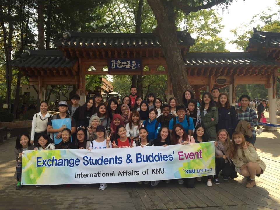 Sinh viên quốc tế tham gia chương trình ngoại khóa Đại học KNU Hàn Quốc