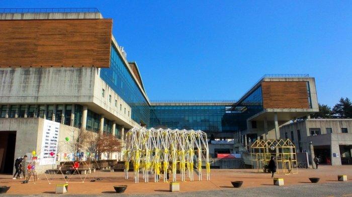 Khuôn viên Đại học Nghệ thuật Quốc gia
