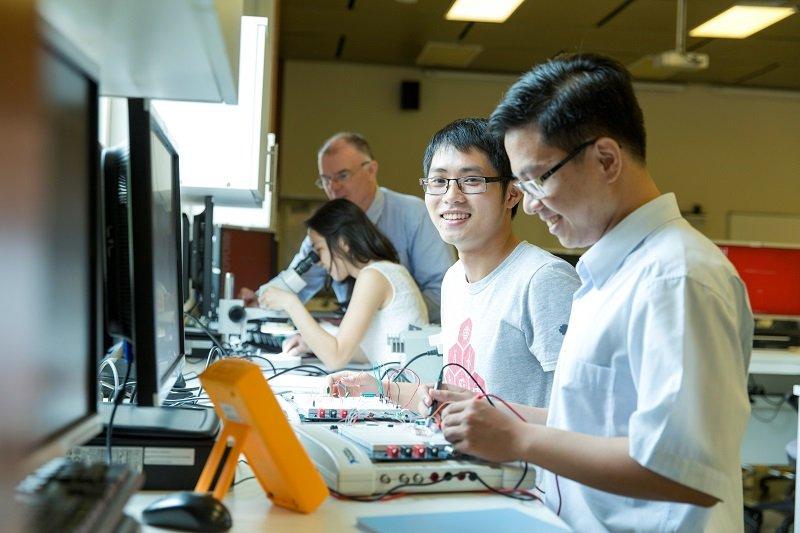 Điều kiện du học kỹ sư Nhật Bản là bạn phải tốt nghiệp Cao đẳng, Đại học tại Việt Nam