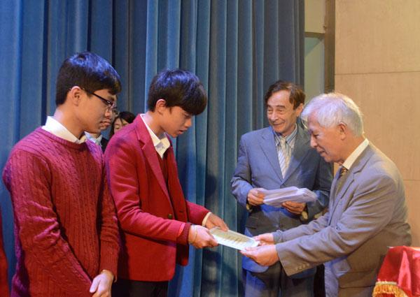 Email viết xin học bổng giáo sư du học Hàn Quốc cần trau chuốt, cẩn thận