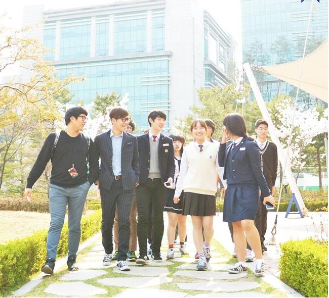 Học viên cần tìm hiểu các trường có học bổng du học cao học Hàn Quốc để nộp đơn xin kịp thời