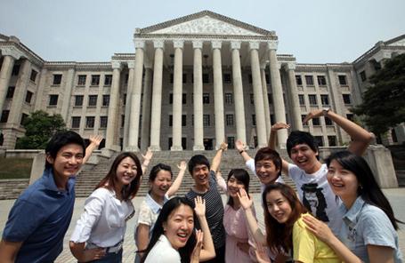 Sinh viên phải trải qua nhiều kỳ tuyển chọn trước khi nhân được học bổng du học của chính phủ Hàn Quốc
