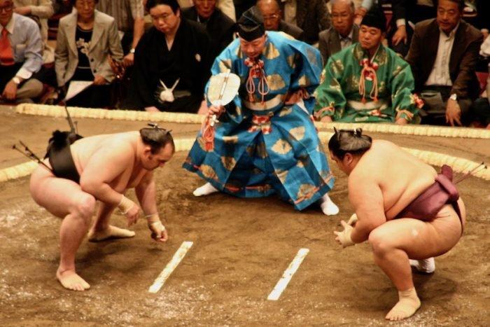 Thi đấu Sumo phải tuân thủ rất nhiều quy tắc quan trọng