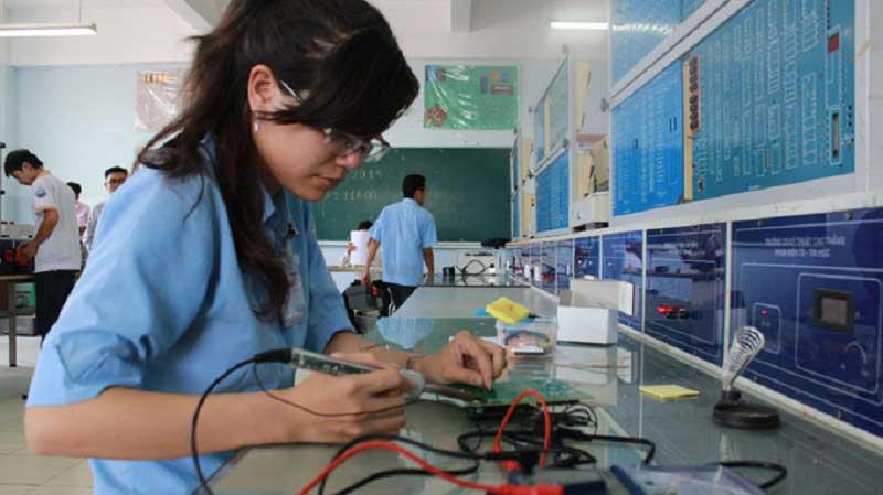 Chi phí du học nghề điện tử tại Hàn bao gồm phí học tiếng