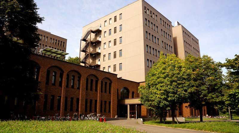 Du học ngành văn học tại trường Hokkaido có mức học phí khá khiêm tốn