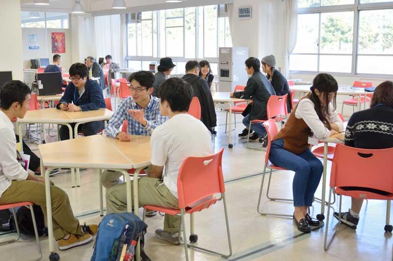 Thảo luận nhóm là điều thường thấy khi du học Nhật ngành điện ảnh