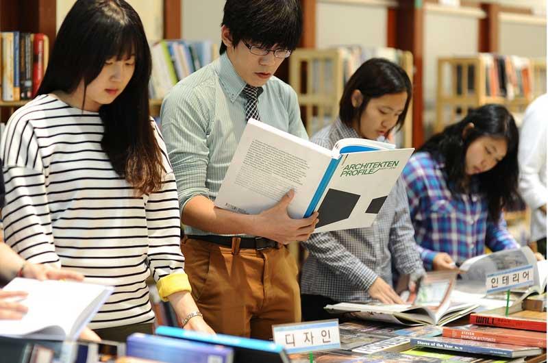 Mỗi một trường đại học tại Hàn Quốc sẽ có chính sách hỗ trợ học phí và học bổng riêng