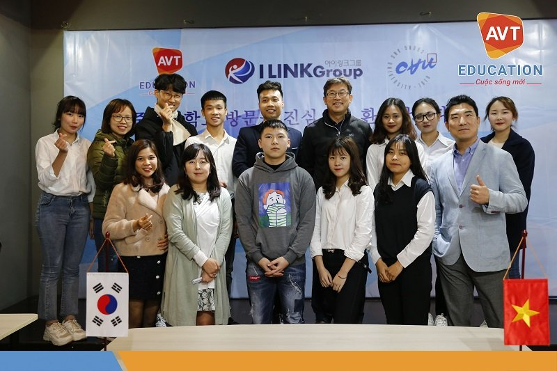 Các bạn học viên tham gia phỏng vấn cùng chụp ảnh lưu niệm với trường Chung Ang