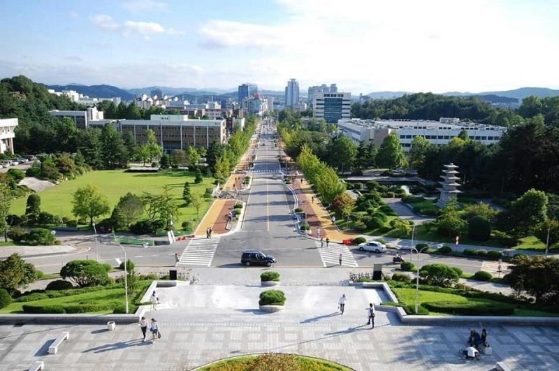 Đại học Kangwon cũng là một Trường Đại học công lập ở Hàn Quốc