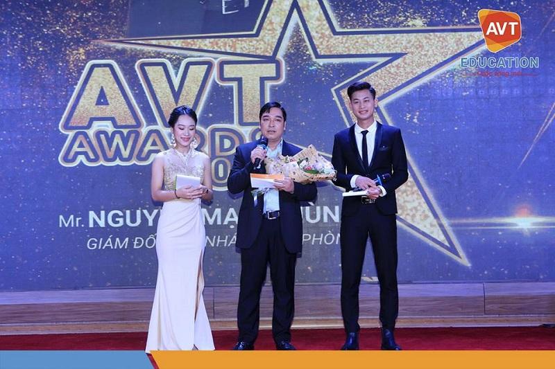 Anh Nguyễn Mạnh Hùng - Giám đốc chi nhánh Hải Phòng - Giải quản lý cấp trung xuất sắc nhất