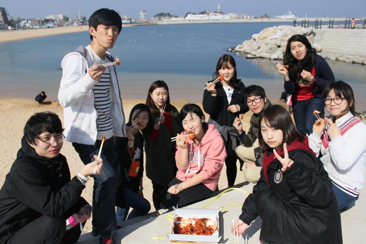 Tham gia hoạt động ngoại khóa là cách để tăng cơ hội săn học bổng toàn phần du học Hàn Quốc