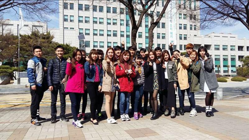 Săn học bổng du học tại Hàn Quốc cần theo dõi thường xuyên website và facebook của các đơn vị liên quan
