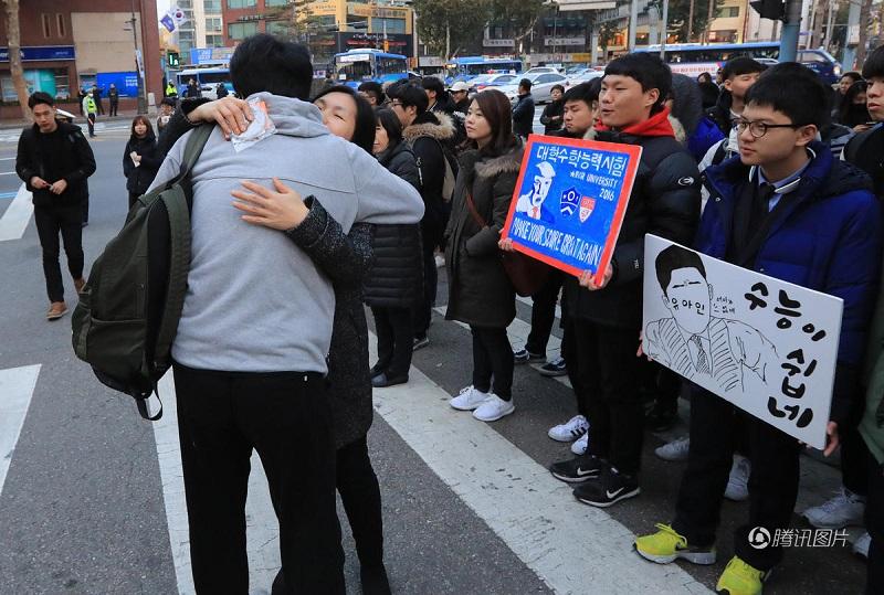 Cả nước tập trung cho kỳ thi Đại học tại Hàn Quốc