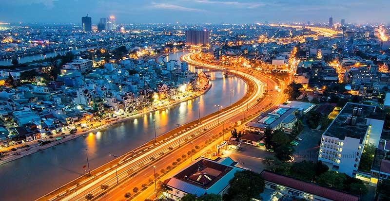 Sông Sài Gòn uốn lượn bao quanh thành phố
