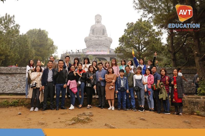 CBNV AVT chụp ảnh lưu niệm tại chùa Phật Tích - Bắc Ninh