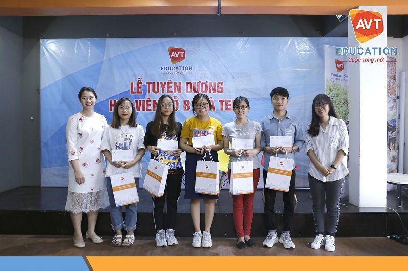 AVT trao tặng những phần quà giá trị đến các học viên đỗ B1 sớm
