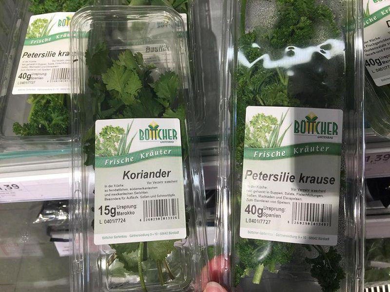 Hai loại rau mùi là Koriander và Petersilie.