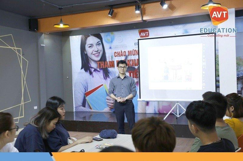 Đại diện AVT Education phát biểu