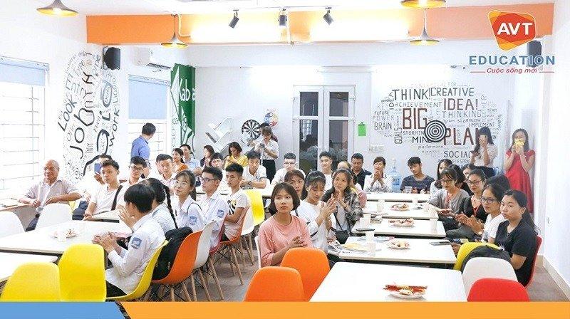 Gần 50 bạn học viên mới có mặt đông đủ để tham dự lễ khai giảng