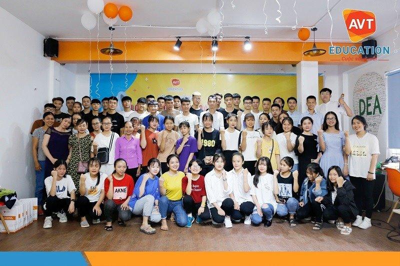 Khai giảng khóa 99 tại AVT Education