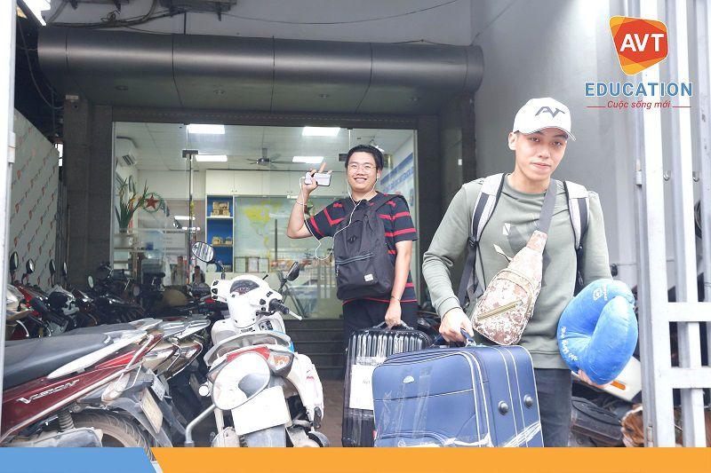 Các học viên được bố trí xe đưa đón từ công ty đến sân bay