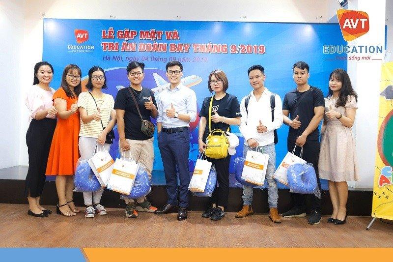 Những xuất quà nhỏ xinh độc quyền tại AVT đã được trao tận tay các học viên