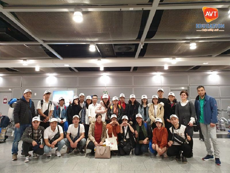 Đại diện AVT đón các học viên tại sân bay Đức