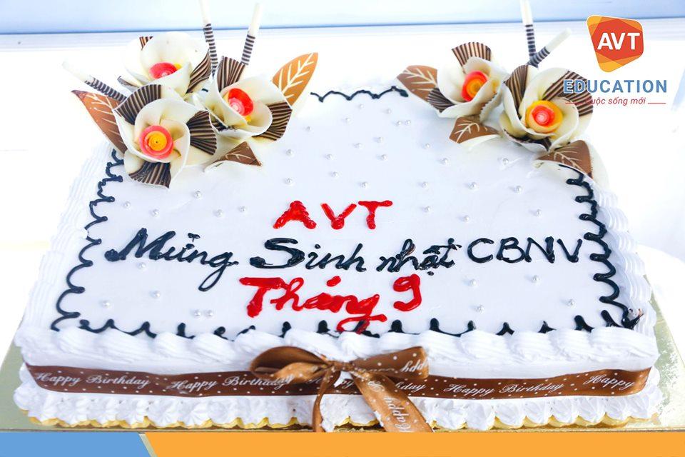Chiếc bánh kem đặc biệt dành tặng các thành viên của AVT