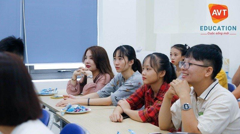 Các tân học viên khóa 113 của AVT Education