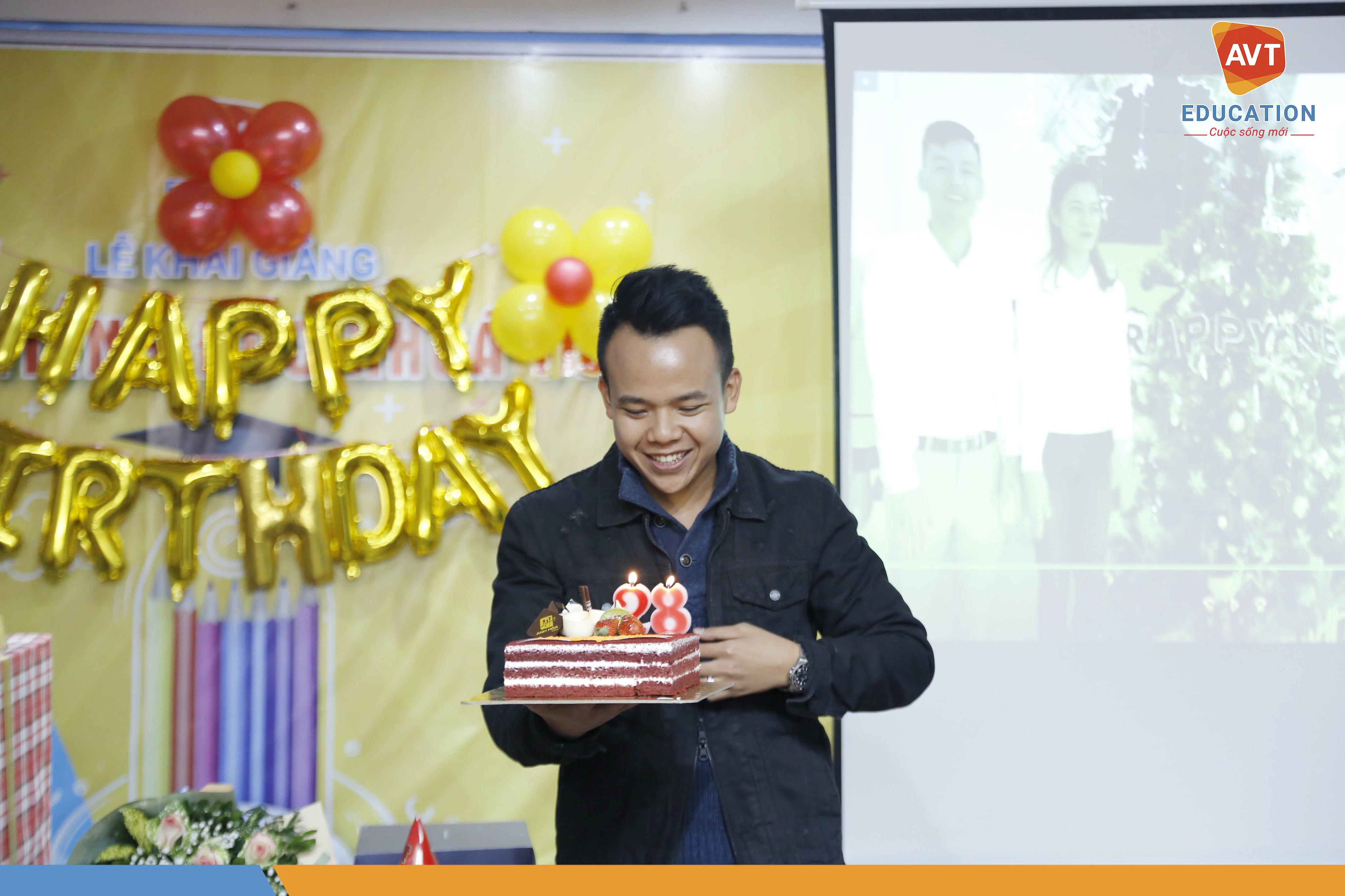 TGĐ Hồ Việt Anh cũng có sinh nhật tháng 12